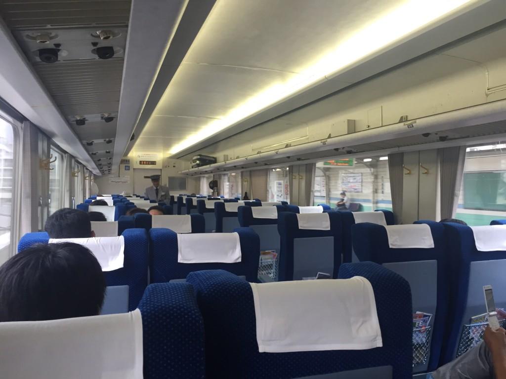 東武鉄道特急きぬ車内