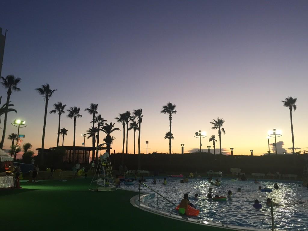 リゾ鳴尾浜の外のプール
